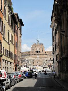 Castel Sant'Angelo, visto da Via del Banco Santo Spirito, Rome, Italy