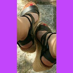 Sandalias esparteñas  cuña alta 9,5cm de tiras cruzadas ajustables de piel, color negras.🌼Modelo.Kantia  A tu gusto