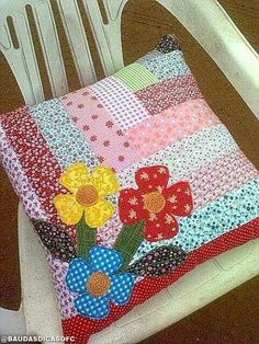 Patchwork pillow This Fall/Winter style provided at London Fashion Week required a rear chair Patchwork Cushion, Quilted Pillow, Patchwork Quilting, Sewing Pillows, Diy Pillows, Patch Quilt, Applique Quilts, Applique Cushions, Scraps Quilt