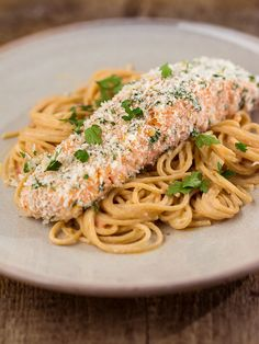 Crunchy zalm met romige tomatensaus - The answer is food