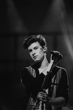 Isdb - 📷 photo story of (shawn mendes), se Shawn Mendes Lockscreen, Shawn Mendes Wallpaper, Shawn Mendes Imagines, Foto Gif, Shawn Mendes Cute, Shawn Mendes Eyes, Chon Mendes, Mendes Army, Photo Story