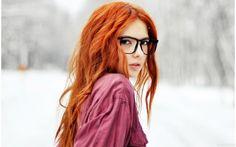 Милая рыжая девушка в больших хипстерских очках - картинки, фото, аватары