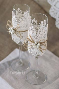 wedding glasses with lien rope white lace and white pearls atelieviolet via face. wedding glasses with lien rope white lace and white pearls atelieviolet via face. Wedding Toasting Glasses, Wedding Flutes, Toasting Flutes, Rustic Wedding Glasses, Wedding Rustic, Decorated Wine Glasses, Wedding Toasts, Deco Floral, Pearl Flower
