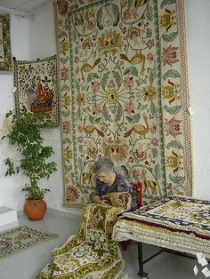 This are one of the most beautiful carpets in the world. Also amazing to hang on the wall. I need one in the house just . Arraiolos Carpets is a tradicional artwork #Marvao #Alentejo #Portugal