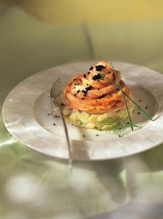 Recette de Ricardo de rosaces de saumon sur fenouil à la crème. Cette rosace de saumon fait un plat délicieux pour tout amateur de fruits de mer.