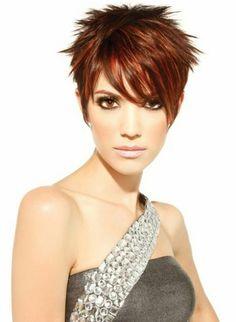 coiffures courtes femme aux cheveux rouges