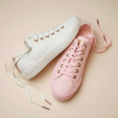 Girly stylish sneakers – Just Trendy Girls: In the last 30 years, the evolution of Trendy Shoes, Cute Shoes, Me Too Shoes, Converse All Star, Converse Shoes, Shoes Sneakers, Leather Sneakers, Women's Shoes, Converse Exclusive