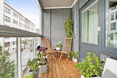 Bilder, Balkong/uteplats, Inglasad balkong, Utemöbler, Blommor - Hemnet Inspiration