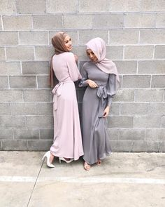 """3,271 likerklikk, 38 kommentarer – Hijab House (@hijab_house) på Instagram: """"They're smiling (for real) because the Lunar Maxi has returned in Mist and Steel. Shop online or…"""""""