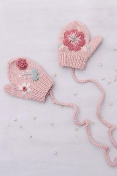 Our flora mittens are hand knitted from our soft merino wool, that we source from Mongolia. The sweetest accessories for colder days! #shirleybredal #mittens #kidsaccessories #kidsfashion #babyfashion #sustainablefashion