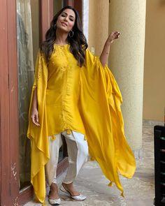 20 Creative and Latest Sleeve Designs For Kurtis - Tikli Pakistani Dresses Casual, Indian Fashion Dresses, Dress Indian Style, Pakistani Dress Design, Indian Designer Outfits, New Designer Dresses, Asian Fashion, Fashion Outfits, Kurti Sleeves Design
