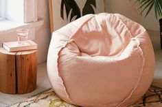 """When you're decorating your home, it's important to choose pieces you like; Here are 40 home decor trends the masses have declared """"tacky;"""" but we say they're actually, totally fine. Decorating Blogs, Decorating Your Home, Fashion Network, Shag Carpet, Bean Bags, Eclectic Style, Throw Pillow Sets, Home Decor Trends, Beautiful Space"""