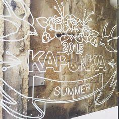 Vitrines Kapunka Montorgueil | Summer 2015 | par Laetitia Manela #kapunka #kapunkaparis #windowsdisplay #type #illustration #design #igers #igersfrance #paris #instadaily #graphic #thaifood
