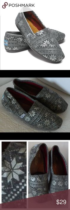 TOMS Flannel SNOWFLAKE Winter GRAY Silver FLATS 7 So Chic!! In gentle pre-owned condition TOMS Shoes Flats & Loafers