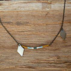 Collier chaîne en laiton et perles de rocaille