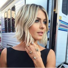 The ombre hair and the short hairstyles are the hottest topics in this year! You can see the ombre hair everywhere now. Ombre hair is trendy, modern, and. 2015 Hairstyles, Short Hairstyles For Women, Hairstyles With Bangs, Cool Hairstyles, Celebrity Hairstyles, Hairstyle Ideas, Blonde Hairstyles, Short Wavy Hairstyles, Popular Hairstyles