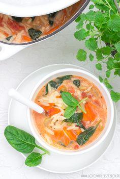 Delikatna zupa pomidorowa ze szpinakiem