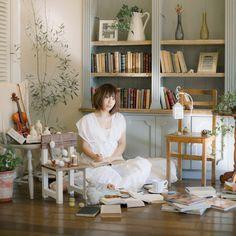 ゲスト◇佐々木恵梨(Eri Sasaki)1989年6月13日生まれ福岡県出身。O型 幼い頃からクラシックバイオリンを習い、京都大学総合人間学部入学後、 軽音サークルに加入し、ボーカル&ソングライティング活動をスタート。 卒業後はSony Music Publishingの専属作家として楽曲提供をしながら歌唱やコーラスも数多くこなし、2015年、アニメ『プラスティック・メモリーズ』のオープニング主題歌『Ring of Fortune』で自身も歌手としてCDデビュー。「Animelo Summer Live 2015 -THE GATE-」では2日目にサプライズ出演を果たした。 趣味はミュージカル、映画、アニメ、海外ドラマ鑑賞、カフェ巡り、アクセサリー作り、FPS、心理学など。無類の犬好き。佐々木恵梨 オフィシャルサイトhttp://erisasaki.net/