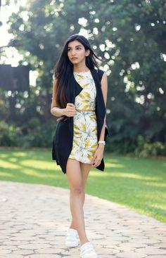 Juhi Godambe . Autumn street style . co-ord set . leave print . skirt and top . long line jacket . street style . Mumbai . Jabbing . Chanel . Koovs .