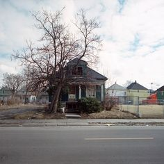 "100 Abandoned Houses - Detroit: About the project:  Recommended Reading: ""m actually began photographing abandonment in Detroit in the mid 90's as a creative outlet..."" http://www.100abandonedhouses.com/about/ Photography By:  Kevin Bauman http://www.100abandonedhouses.com/"