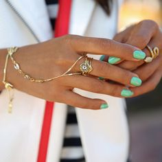 first-timer by essie - Fashion & lifestyle blogger Annabelle Fleur of Viva Luxury is fresh and fabulous in this unexpected green.