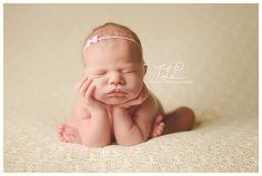 Albany newborn photography frog pose baby girl www.tuleafphotography.com #albanynewbornphotographer #albanynewbornphoto #albanybabyphotography
