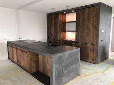 Oud eiken keuken met beton-stuc - RestyleXL Kitchen Room Design, Home Room Design, Modern Kitchen Design, Dining Room Design, Home Decor Kitchen, Interior Design Kitchen, House Design, Industrial Style Kitchen, Rustic Kitchen