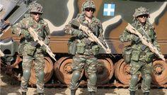 """Μια """"Αλλη Ελλάδα"""": Στρατιώτες που υπηρετούν σε Εβρο και Αιγαίο αρνούνται μεταθέσεις για να μην αποδυναμωθεί η άμυνα της χώρας! Hellenic Army, Greek Soldier, Armed Forces, Master Chief, Military Jacket, Blog, Fictional Characters, Firearms, Soldiers"""