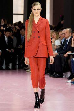 Christian Dior 2015 Sonbahar Koleksiyonu - Paris moda haftasında Raf Simons yönetimindeki Christian Dior'un 2015 sonbahar ready to wear koleksiyonu...