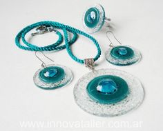 collares en vitrofusion - Buscar con Google Fused Glass Jewelry, Fused Glass Art, Dichroic Glass, Glass Necklace, Glass Pendants, Stained Glass, Glass Fusion Ideas, Trendy Necklaces, Glass Design