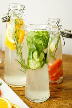 Wasser mit Geschmack selbst gemacht, Wasser mit Gurke, Minze und Limone
