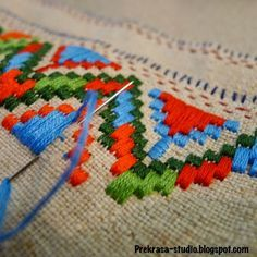 Workshop Prekrasa / Prekrasa Studio: Monday embroidery on weekends Chain Stitch Embroidery, Learn Embroidery, Embroidery Art, Embroidery Stitches, Embroidery Designs, Geometric Embroidery, Broderie Bargello, Stitch Head, Hungarian Embroidery