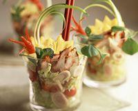 Salade de poulet tandoori à l'ananas en verrine Finger Food Appetizers, Finger Foods, Knafe Recipe, Sushi, Chicken Recipes, Asian, Snacks, Dishes, Table Decorations