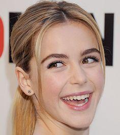 Sonrisa social de Kiernan Shipka, la pequeña Sally Drapper de Mad men. http://www.analisisnoverbal.com/el-test-de-las-sonrisas/