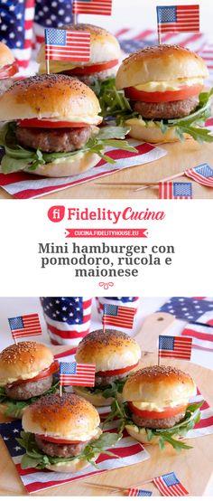 Mini hamburger con pomodoro fresco e maionese