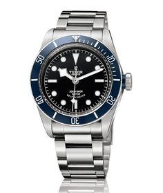 Tudor montre Heritage Black Bay http://www.vogue.fr/vogue-hommes/montres/diaporama/montres-d-ete-chronographes-acier-cadran-noir-hommes/19048/image/1006612#!tudor-montre-heritage-black-bay