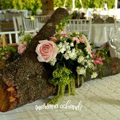centro de mesa en tronco/ rustic wedding, vintage wedding, floral design, pink