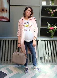 Nina Campioni week 38 pregnant wearing shoes from Adidas Gazelle, maternity pants from H&M, t-shirt from Kenzo, trench from Gina Tricot and bag from Svenskt Tenn - #OOTD