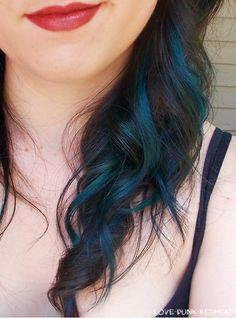 Streaks of peacock blue.