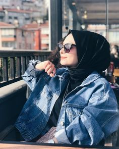 Find images and videos about hijab and بُنَاتّ on We Heart It - the app to get lost in what you love. Niqab Fashion, Modern Hijab Fashion, Muslim Women Fashion, Modest Fashion, Fashion Outfits, Hijab Style, Casual Hijab Outfit, Hijab Chic, Hijabi Girl