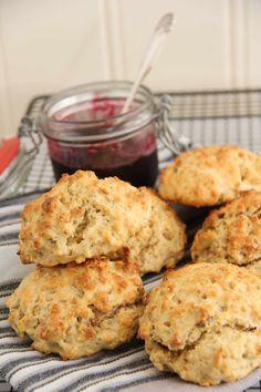 Valnøtt scones - My Little Kitchen Little Kitchen, Afternoon Tea, Scones, Cauliflower, Muffin, Food And Drink, Cookies, Baking, Vegetables