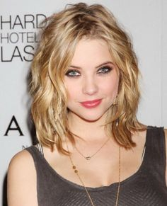 Long Wavy Layered Bob Hairstyles and Bangs for Oval Face Women with Dark Golden Blonde Hair Color for Everyday