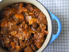 Slow Cooker Beef and Ale Stew - No. 1 slow cooker recipe of 2014 on www.slowcookerclu… – Slow Cooker Beef and Ale Stew - Slow Cooker Recipes, Meat Recipes, Cooking Recipes, Healthy Recipes, Supper Recipes, Chicken Recipes, Slow Cooking, Beef And Ale Stew, Gastronomia