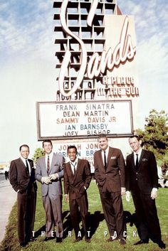The Rat Pack standing in front of the Sands Hotel in Las Vegas: Frank Sinatra, Dean Martin, Sammy Davis Jr., Peter Lawford and Joey Bishop, 📷 🏨 Sammy Davis Jr, Dean Martin, Martin Movie, Joey Bishop, Las Vegas, Vintage Hollywood, Classic Hollywood, Hollywood Men, Hollywood Icons