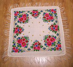 Big Russian beige shawl with fringes/ Vintage Ukrainian Shawl/ Floral Rose/ Folk Scarf with Tassels/ Shawl with Fringes light wool/ Babushka