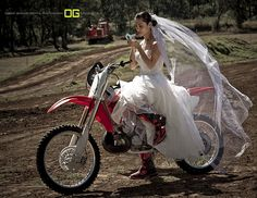 EXACTLY how I'm planning on getting married. i wanna ride of into the sunset with my dritbike