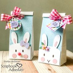 Make Easter Bunny Treat Bags! See how to create th Easter Gift Bags, Easter Gifts For Kids, Easy Crafts For Kids, Easy Easter Crafts, Party Gift Bags, Paper Bag Crafts, Niklas, Easter Bunny Decorations, Easter Centerpiece