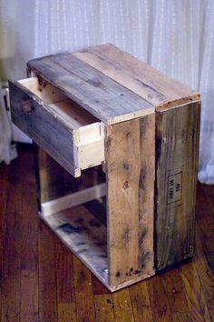 m chten sie einen nachttisch mit paletten planken zu bauen ein schrank wo sie ihre b cher zu. Black Bedroom Furniture Sets. Home Design Ideas