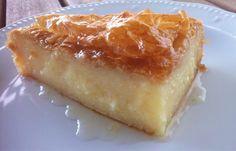 Traditional Greek Galaktoboureko recipe (Greek Custard Pie with Syrup) the BEST greek dessert ! Pastry Recipes, Pie Recipes, Cooking Recipes, Custard Pie Recipe Easy, Just Desserts, Delicious Desserts, Greek Sweets, Kolaci I Torte, Greek Cooking