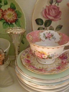 Tea cup & saucer (1) From: uploaded by user, no url